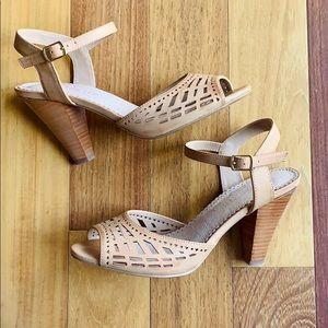Restricted Brand Cutout Peach Leather Sandals, 7